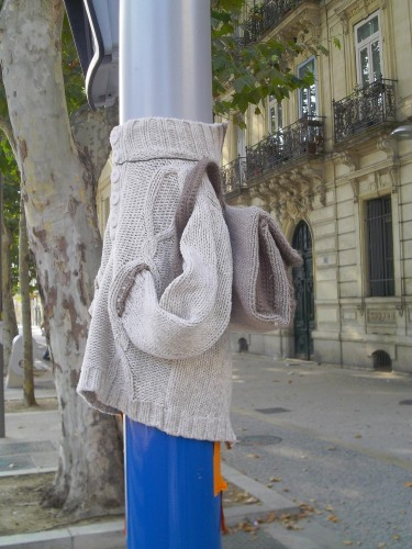 Yarn Bombing, Installation, Rentrée des classes, Cartable, Street Art, Art textile, Domovoï